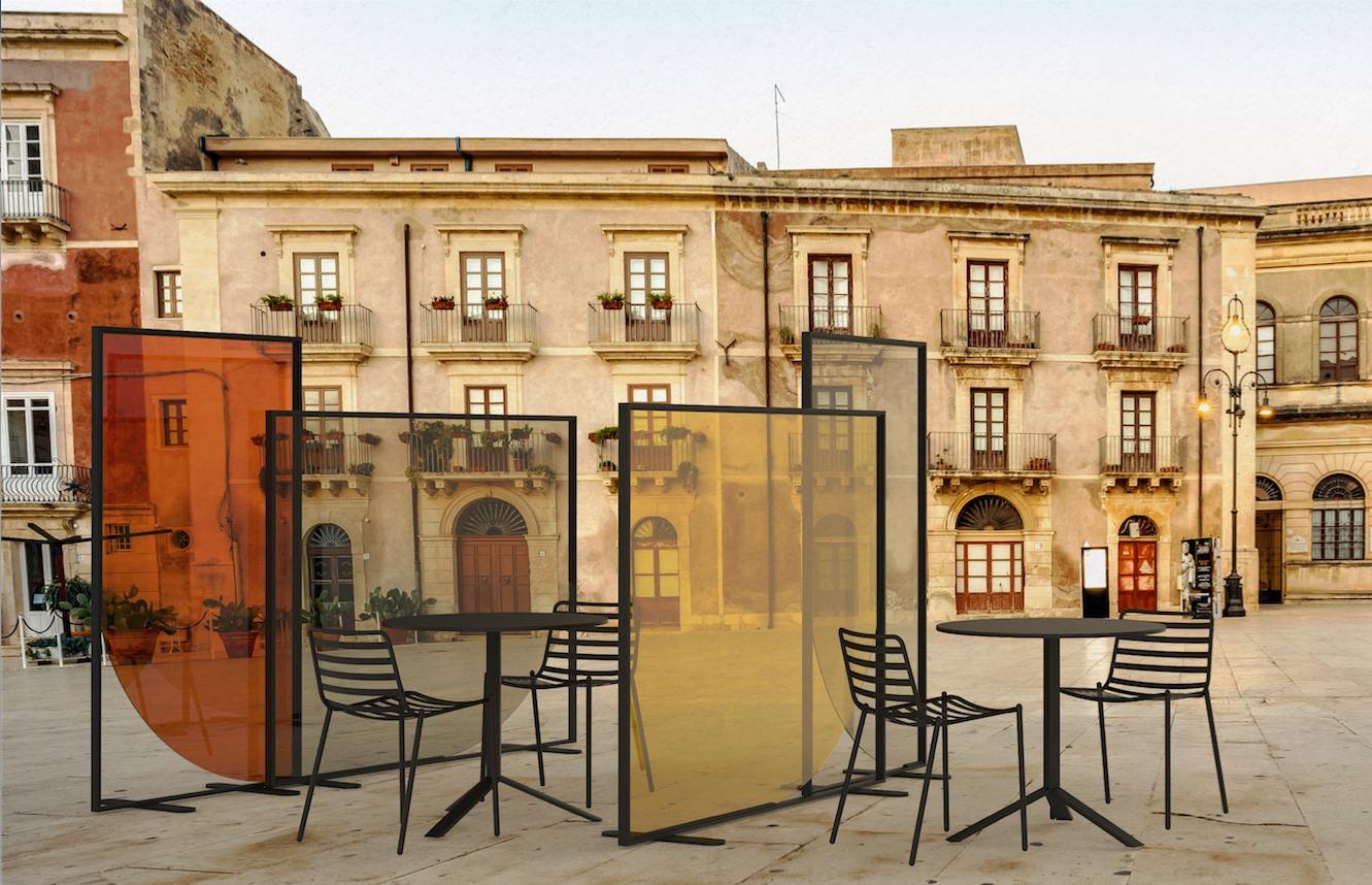 Protective screen between outdoor restaurant tables