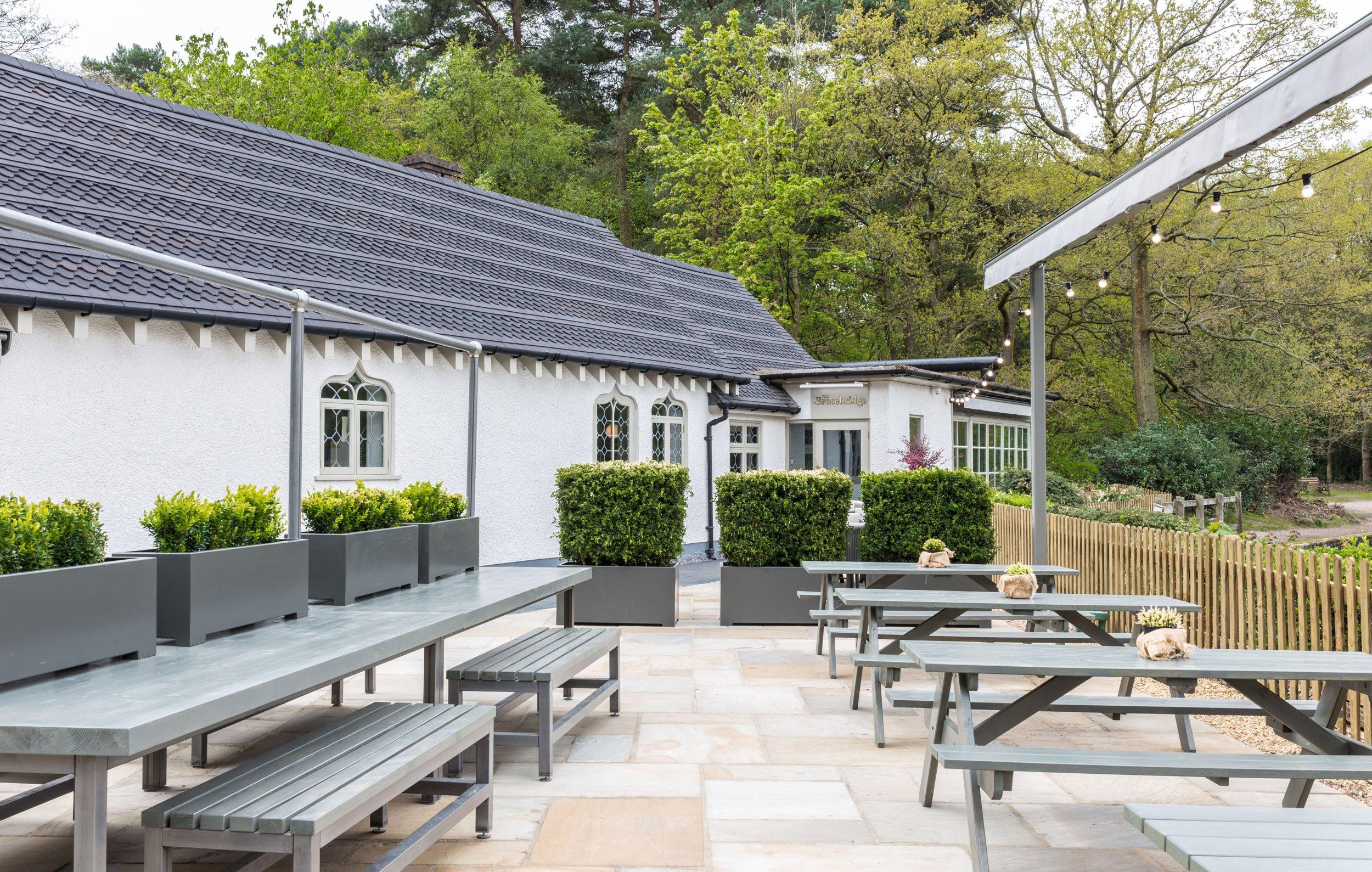 woburn-picnic-table-outsideThe Bracebridge_LR-2