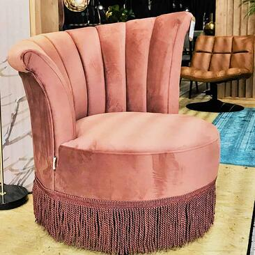 furniture-trends-cologne-pink-tassled-lounge-chair.jpg
