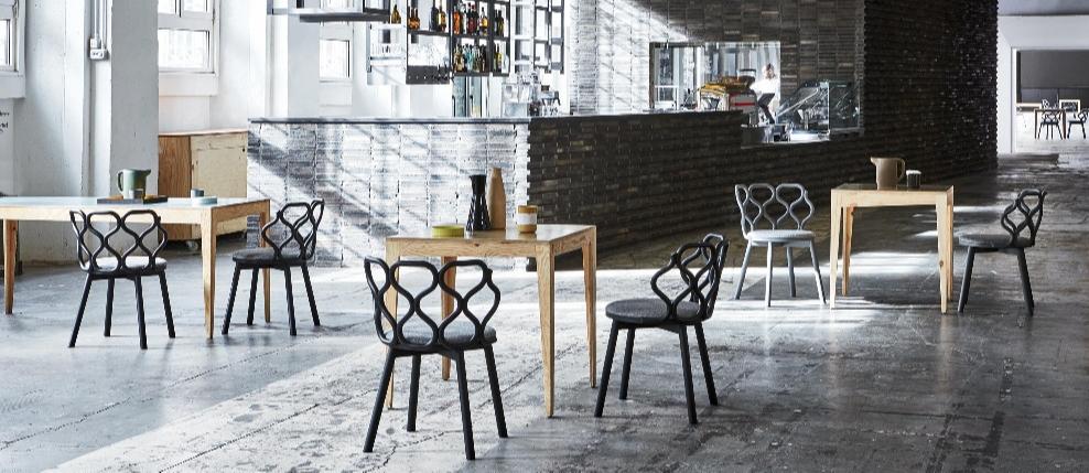 gerla-armchair-in-cafe