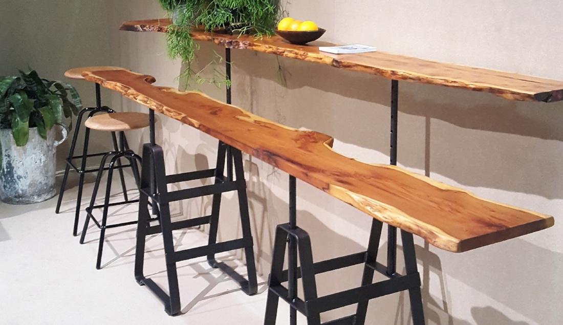 waney-edge-on-trestle-table-base