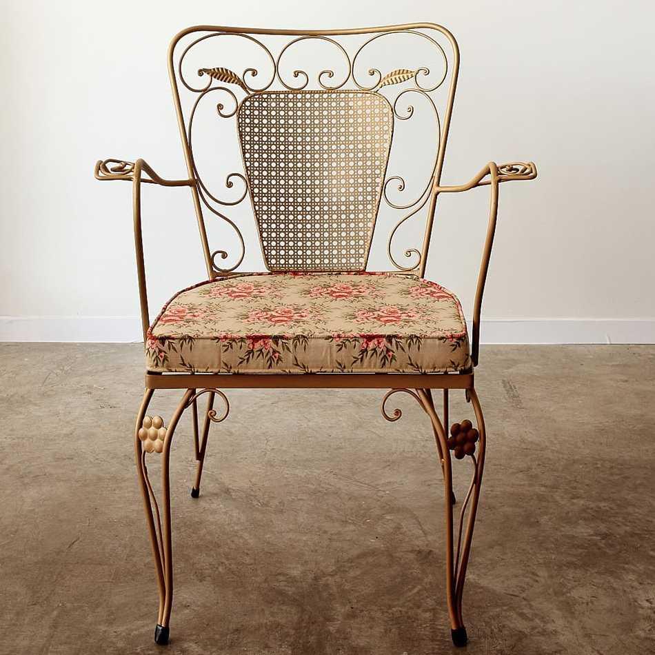 rosehip metal armchair