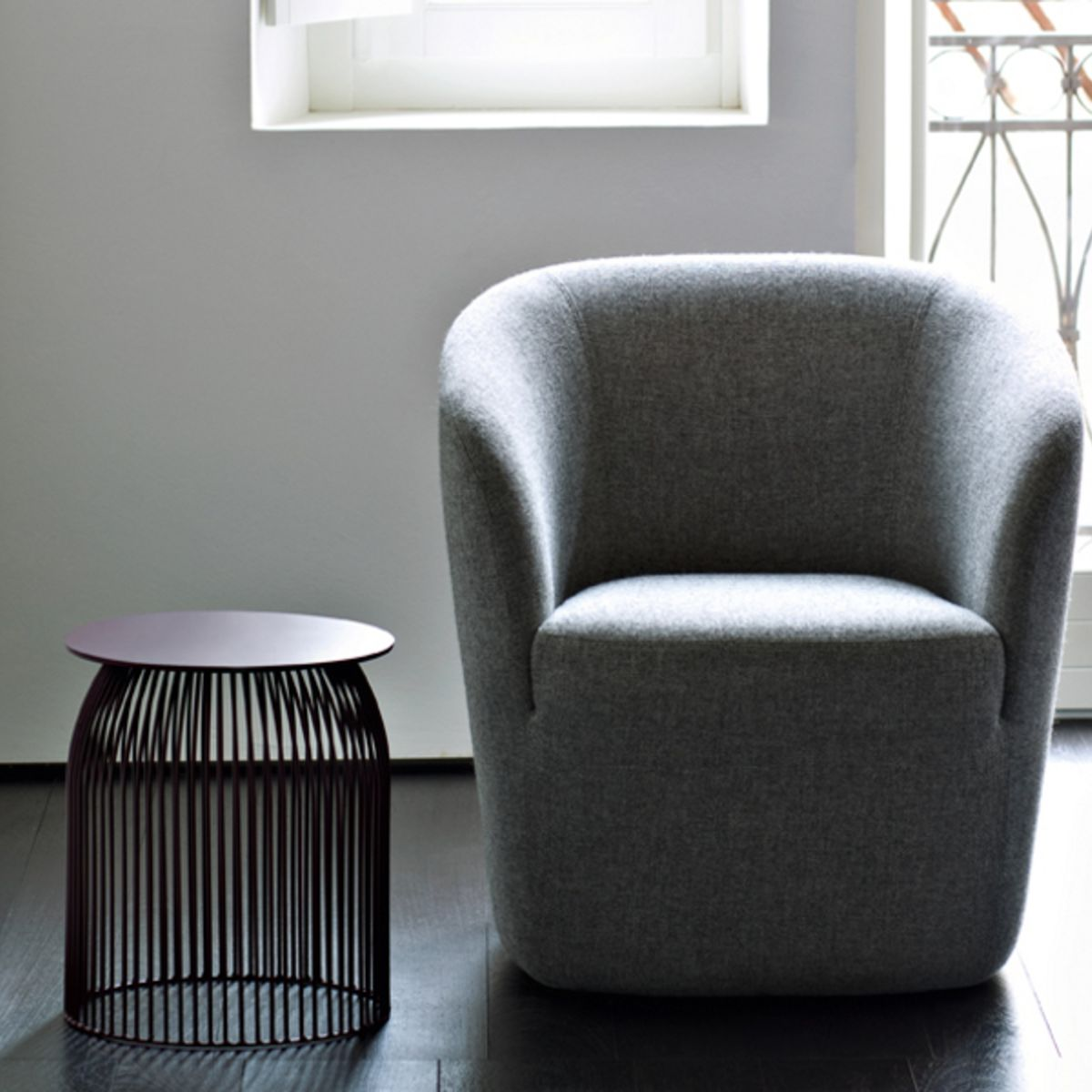 A photo of the dep armchair with side table