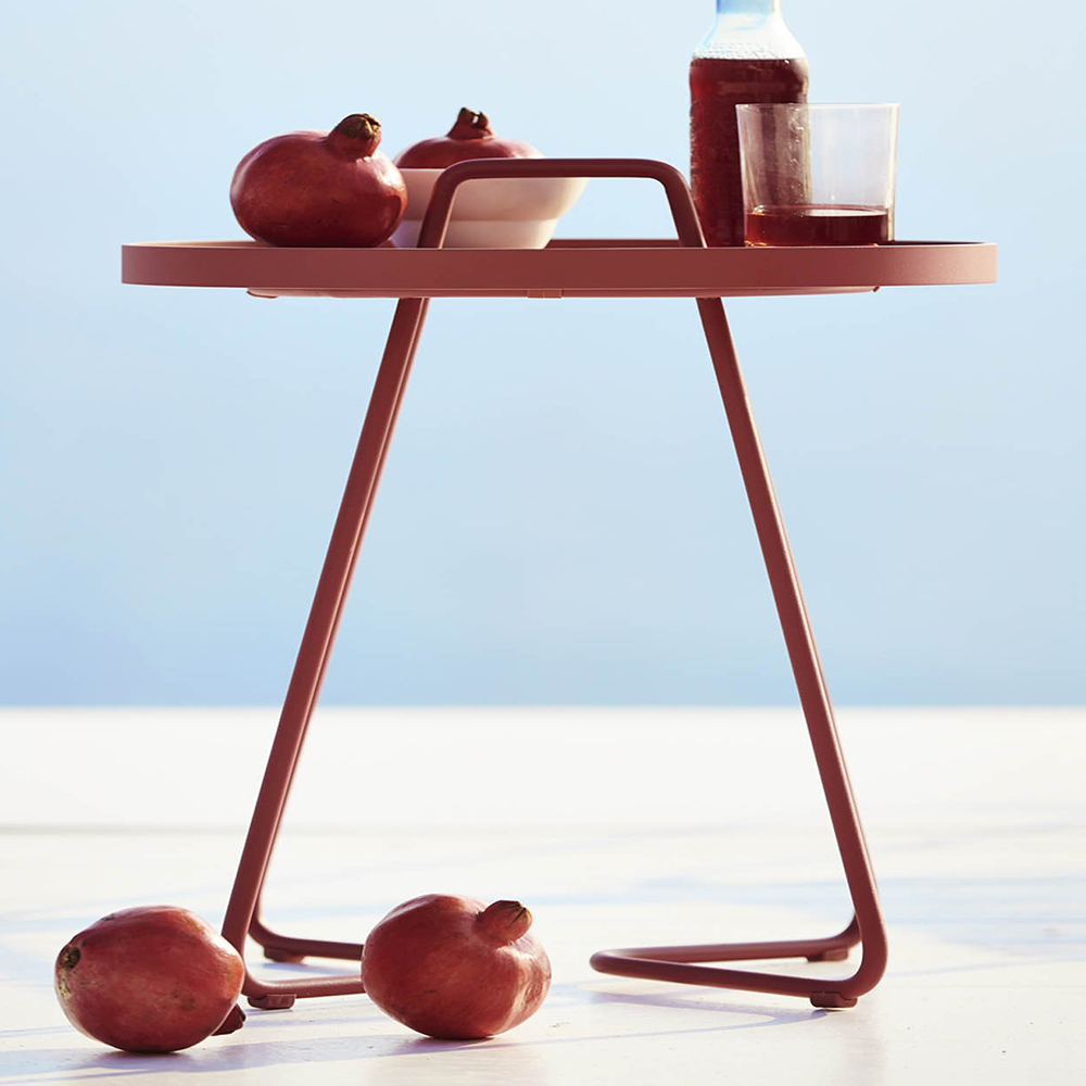 on-the-move-bordeaux-red-table